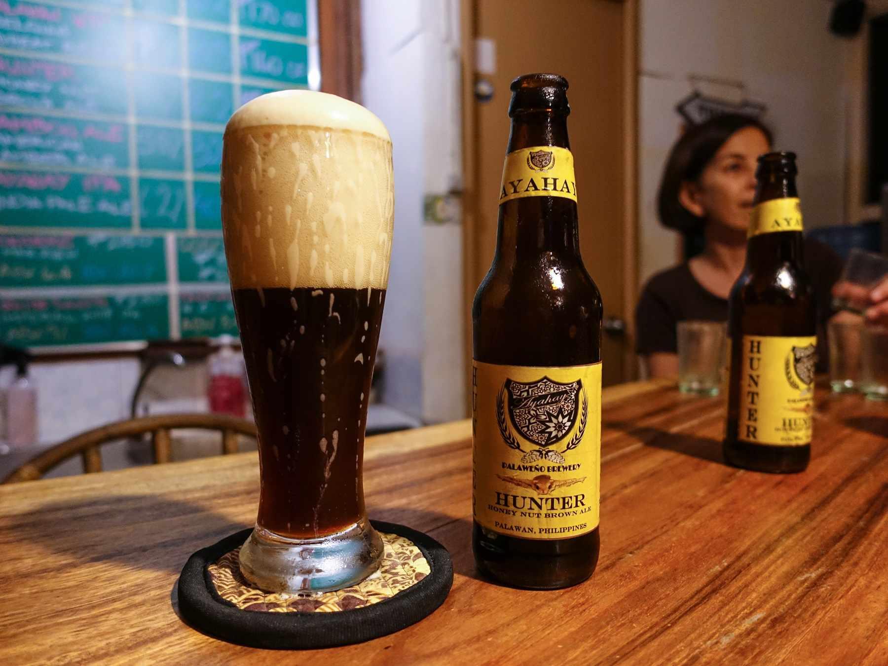 Cerveza recién tocada en la fábrica de cerveza Palaweño en Filipinas