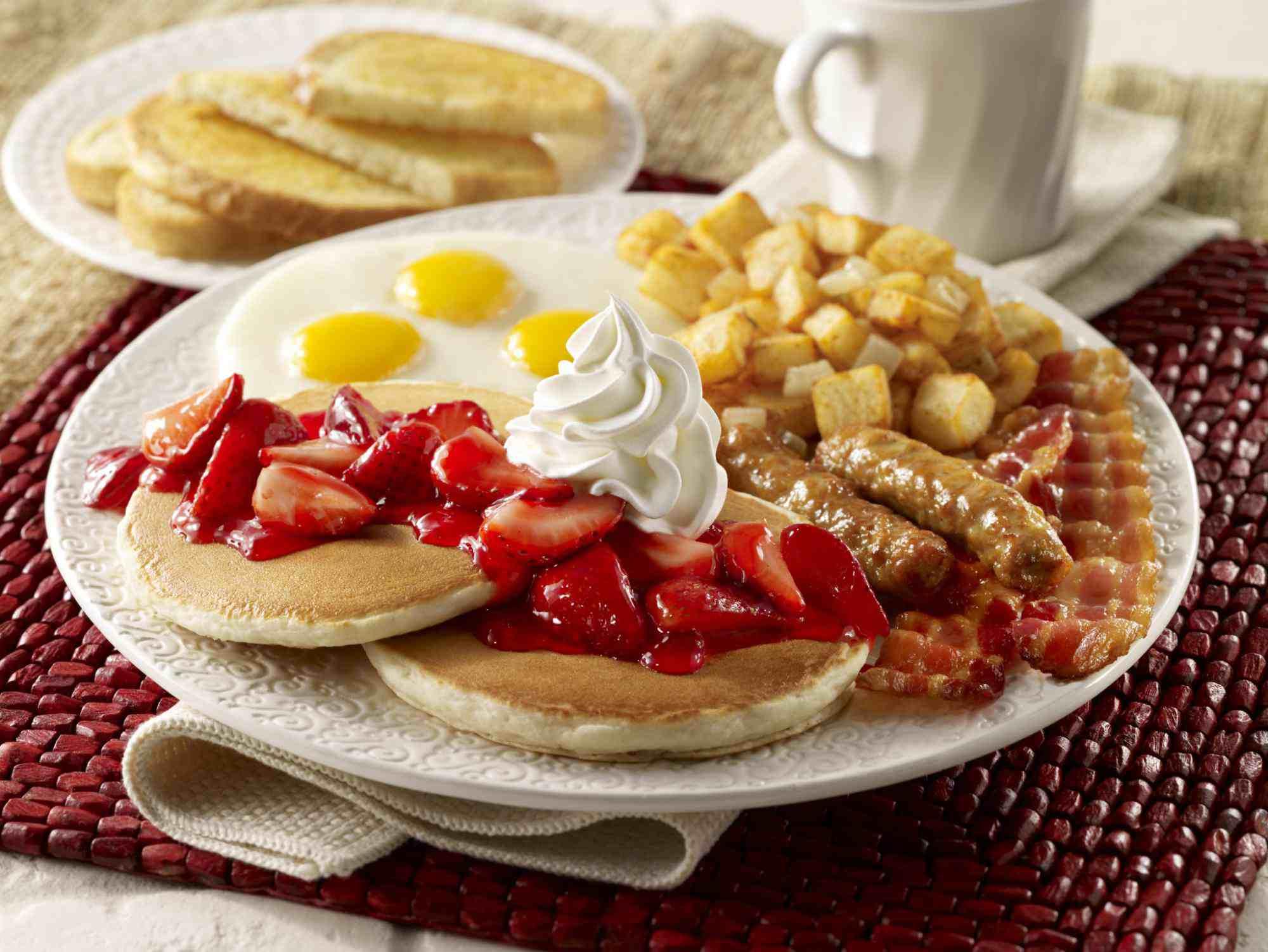 Desayuno de panqueques de fresa