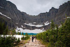 Travellers trekking to Iceberg lake, Glacier National Park, Montana, USA