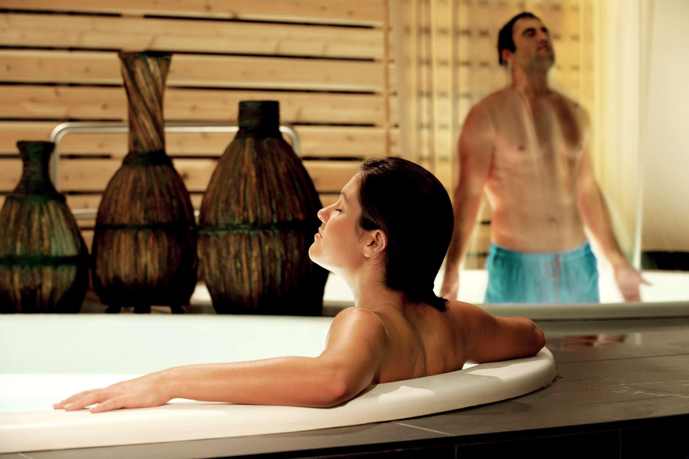 Aquatic spa treatments at Spa Escale Santé