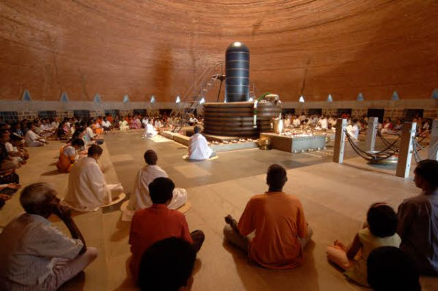 8 Popular Ashrams In India And What They Offer