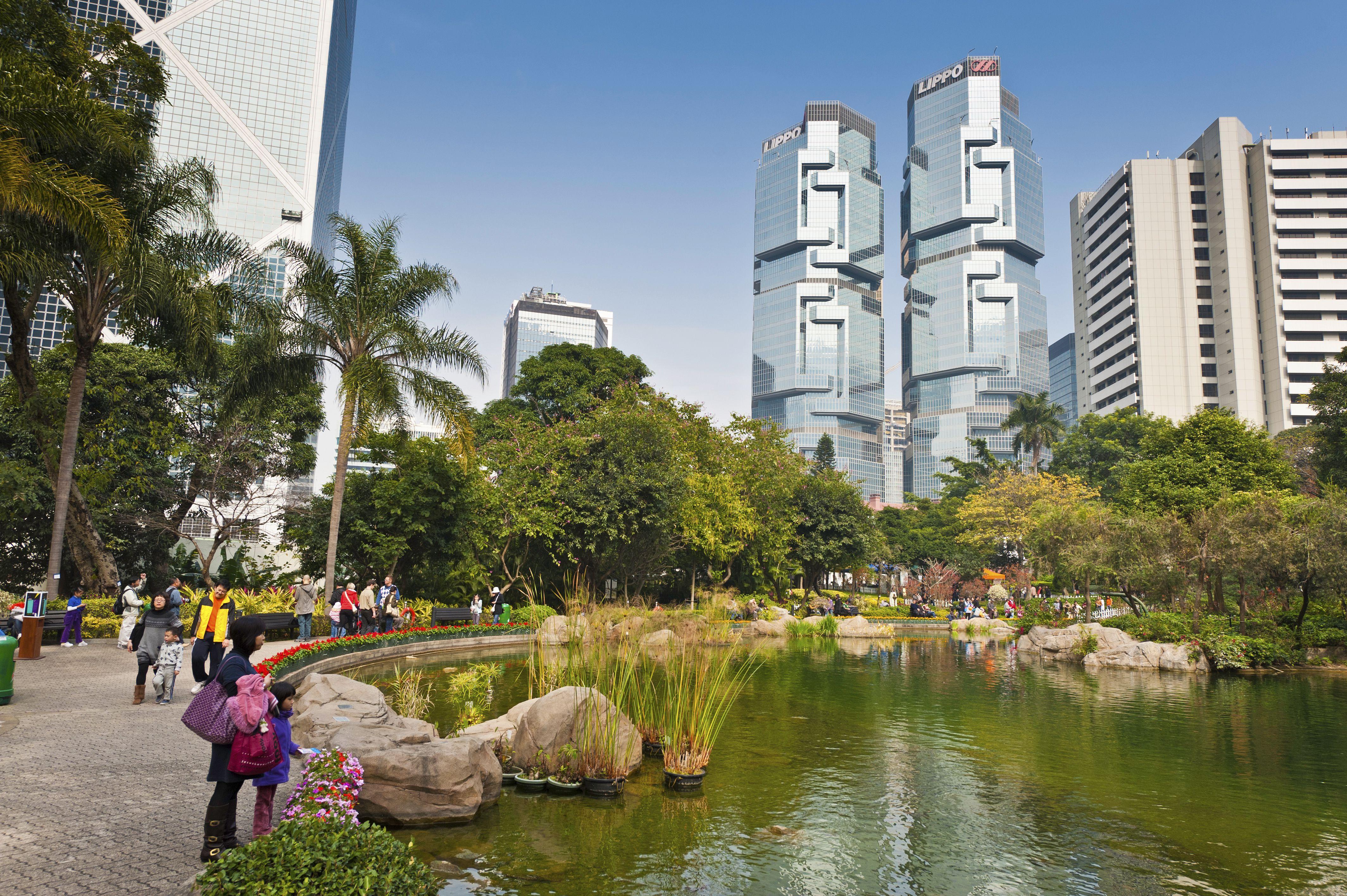 Familias chinas disfrutando el fin de semana en el Parque de Hong Kong