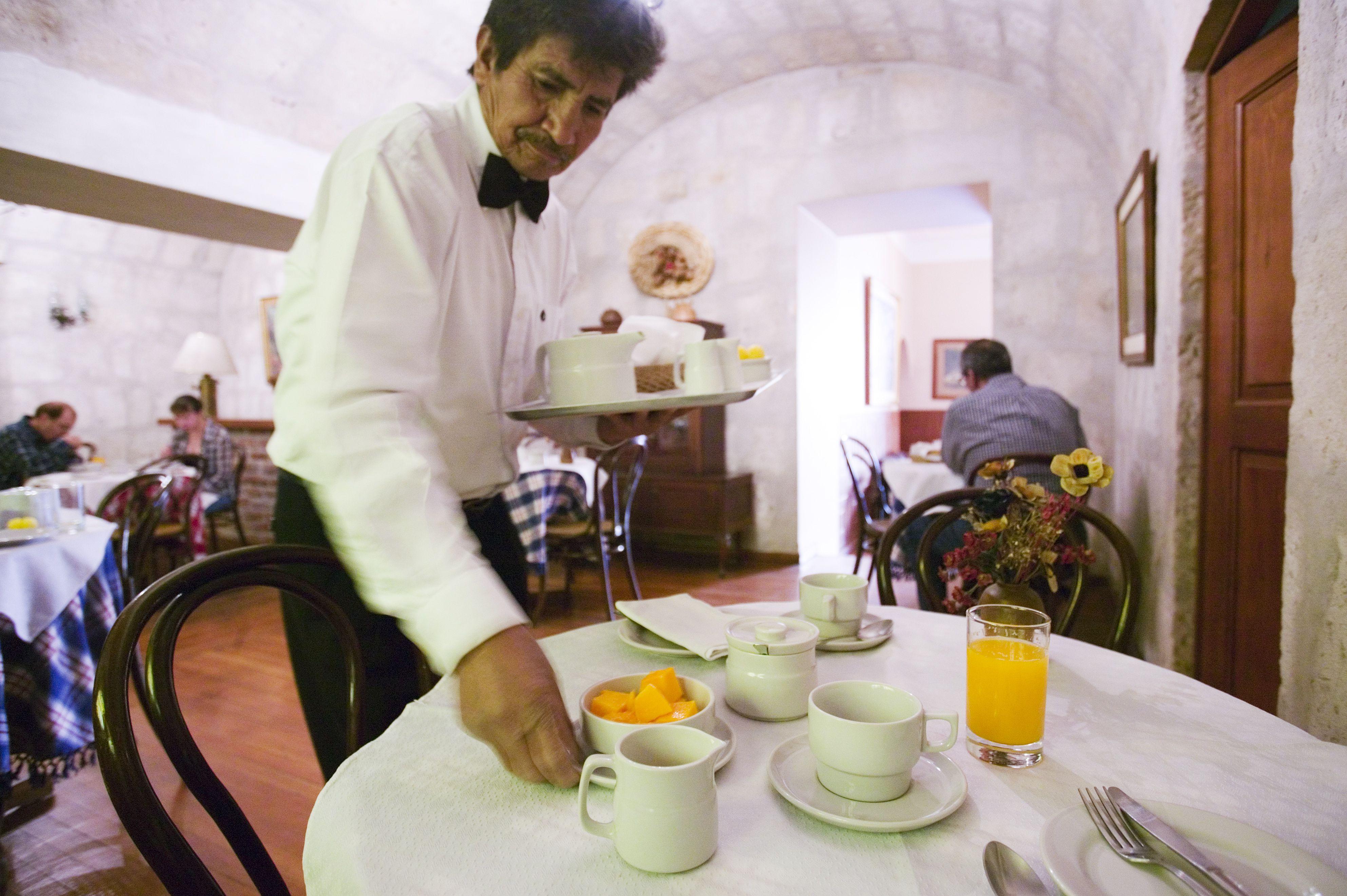 Servicio de desayuno en el hotel La Hosteria, Calle Bolívar