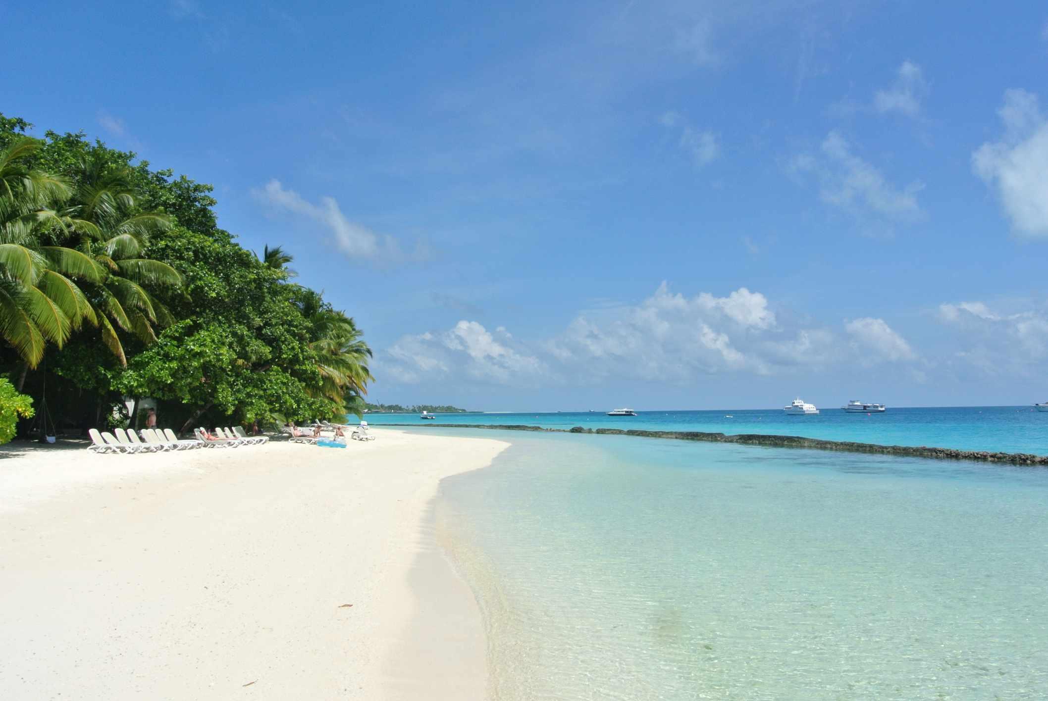 White sand beach at Kuramathi island in the Maldives