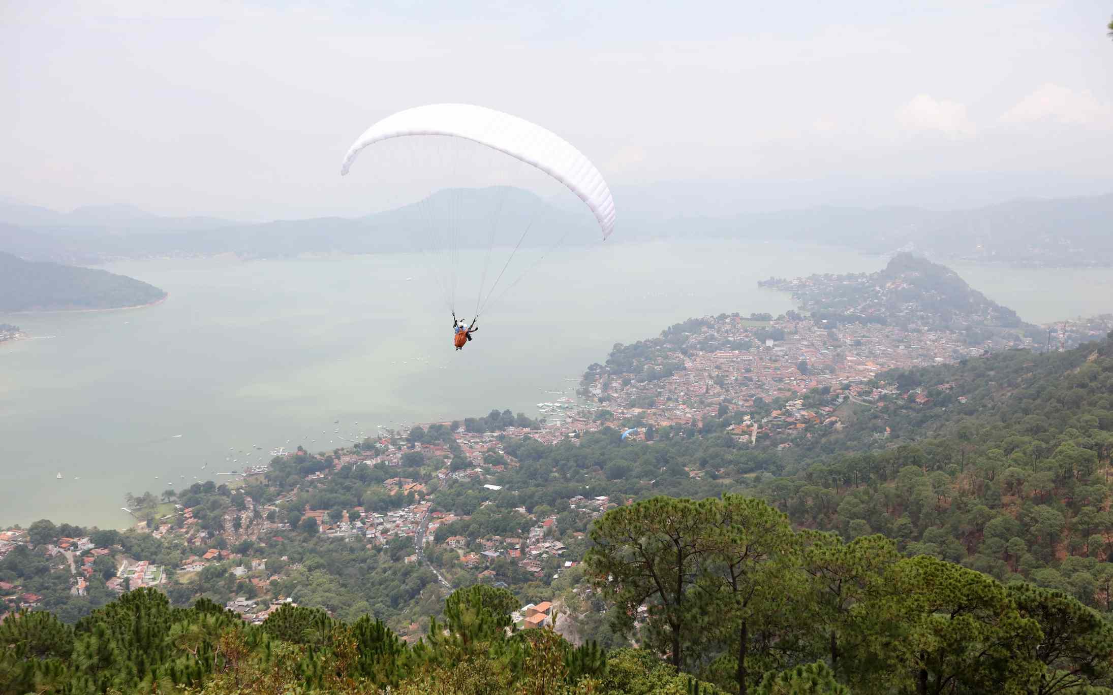 Valle de Bravo paragliding