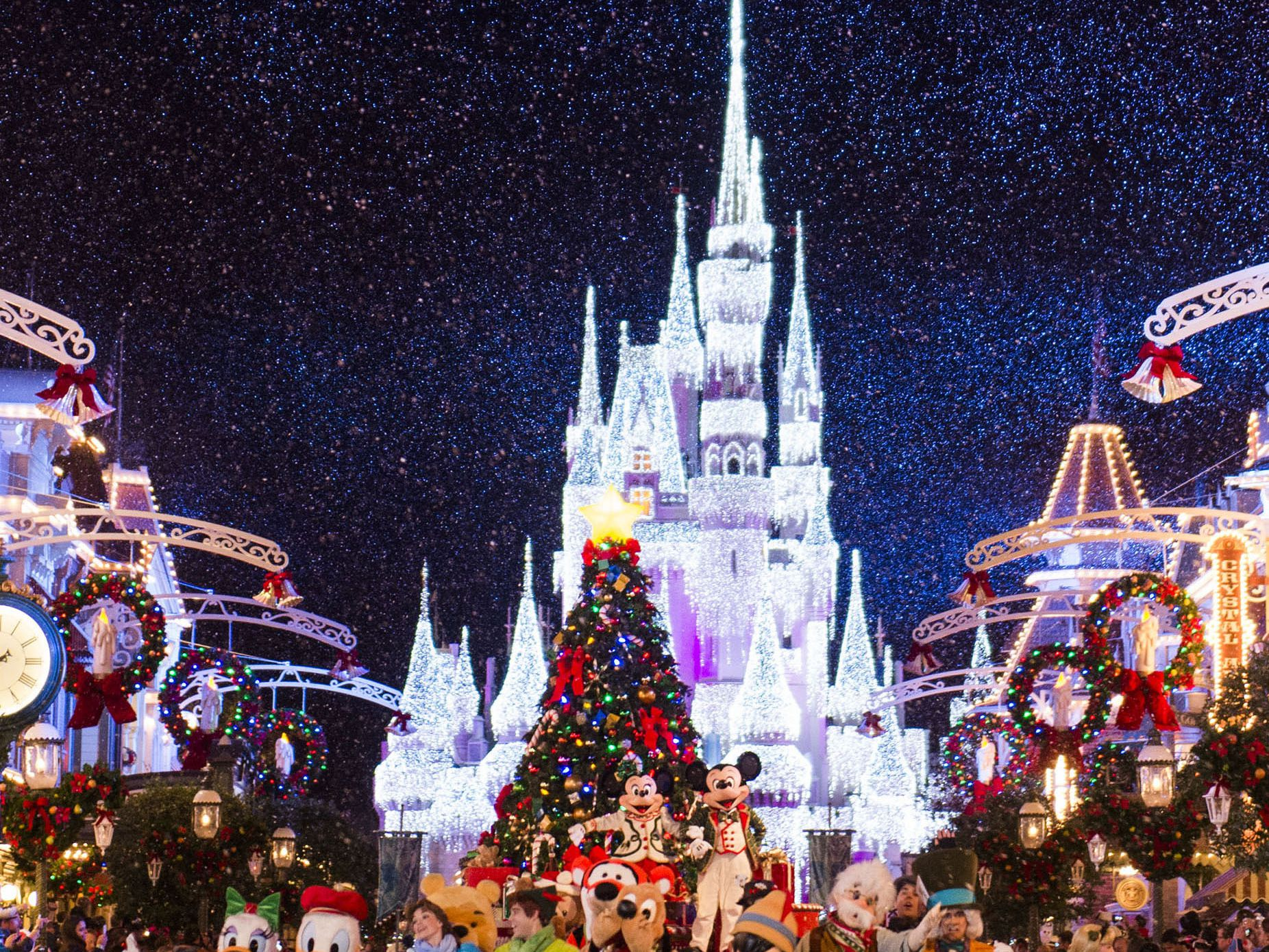 Cinderella Castle Christmas Lights.Mickey S Very Merry Christmas Party 2016