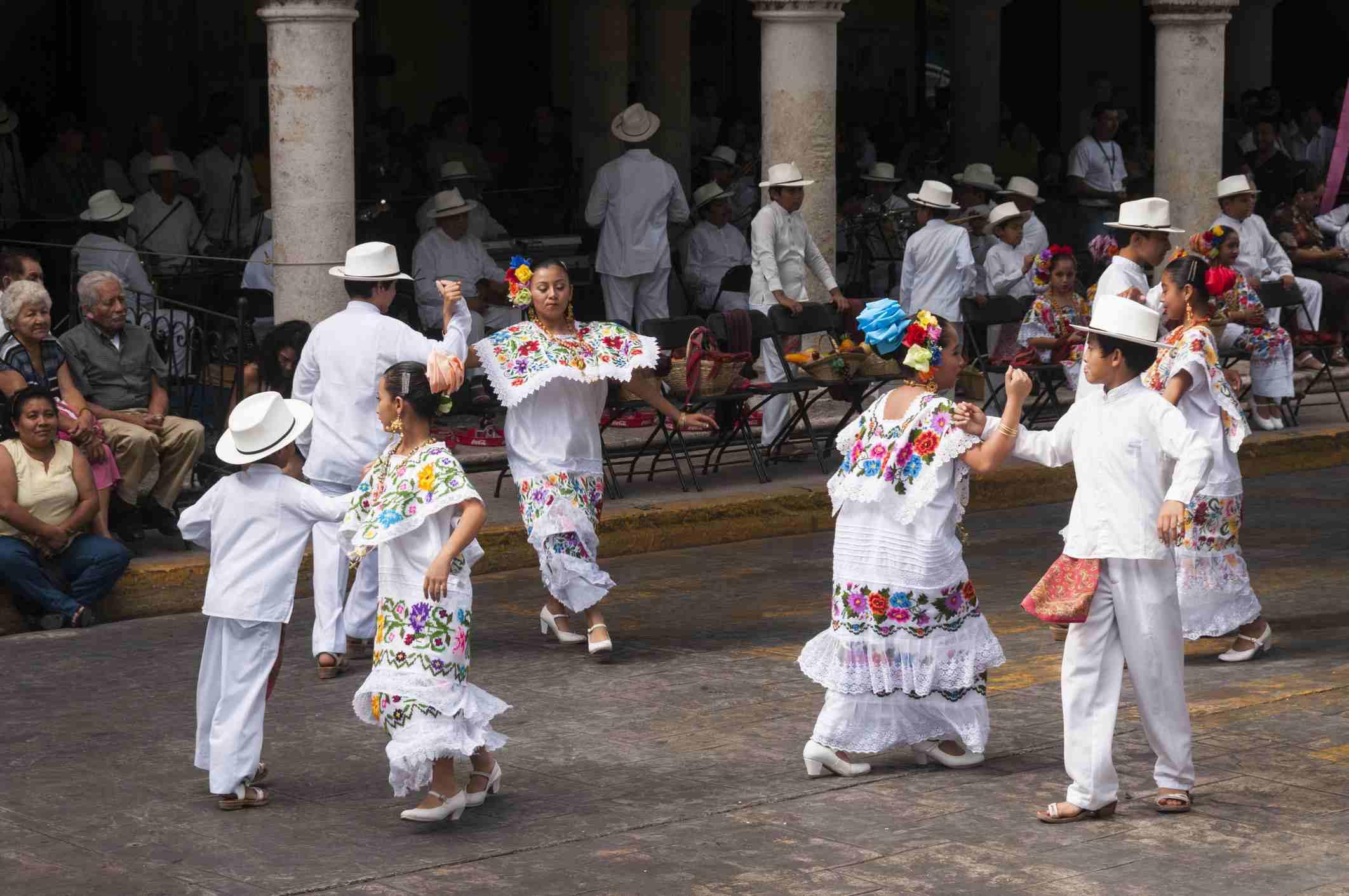 Yucatan, Merida, Plaza de la Independencia, folklore dancers