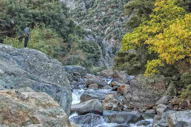 Khách truy cập xem Kings sông trong công viên quốc gia Sequoia