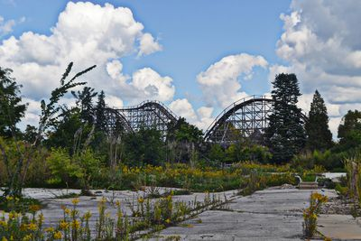 Are Geauga Lake, SeaWorld, and Six Flags Ohio Open?