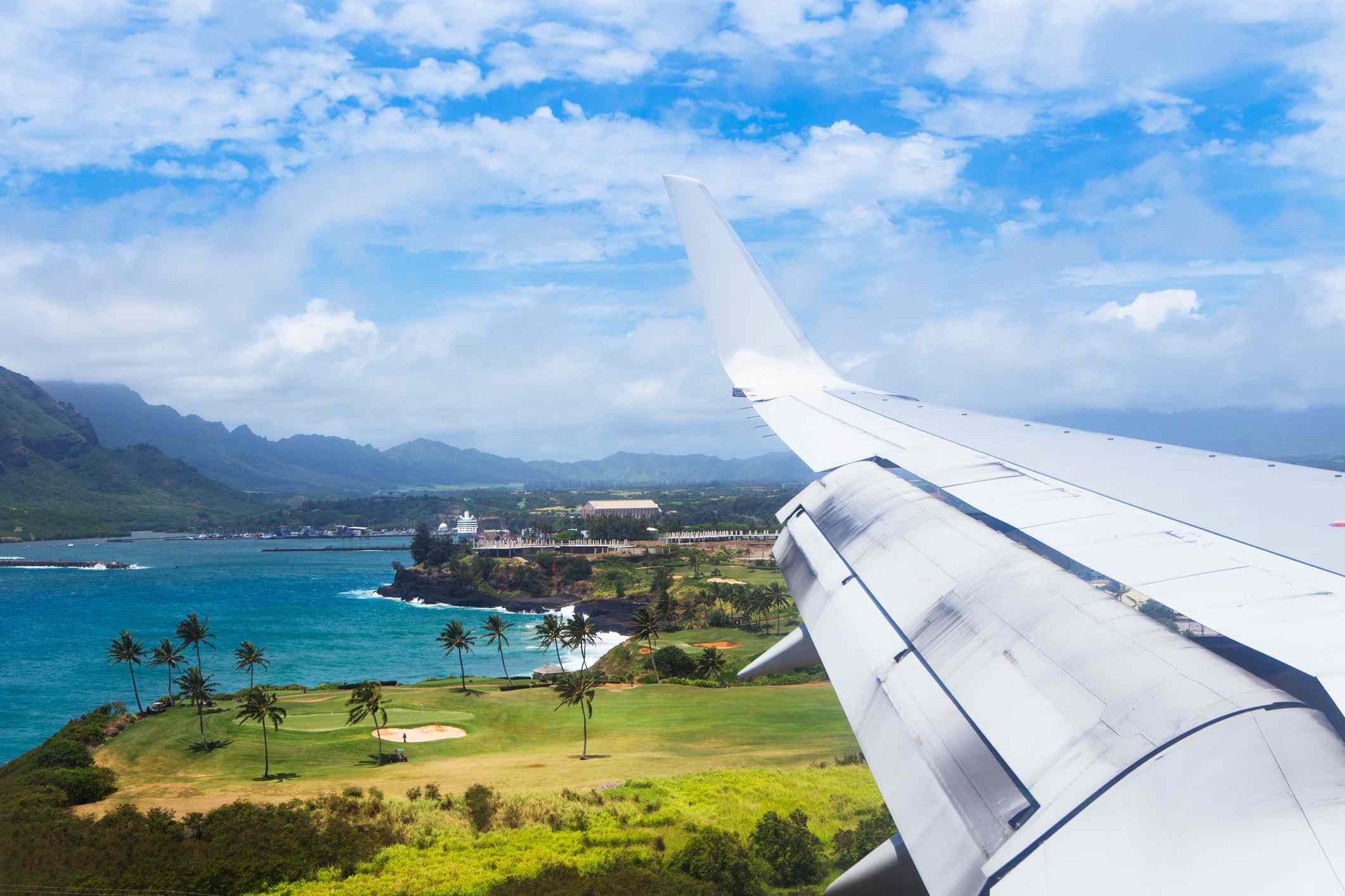 A plane flies into Lihue airport