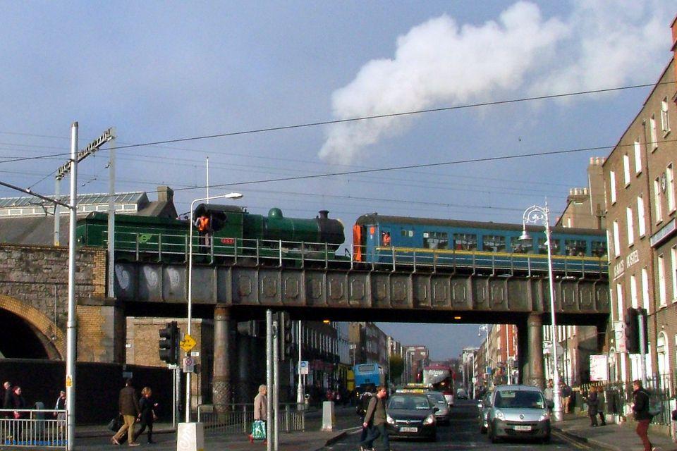 ¿Viajes gratis en el tren de vapor a Drogheda? ¡No seas tonto de abril en Irlanda, muppet!