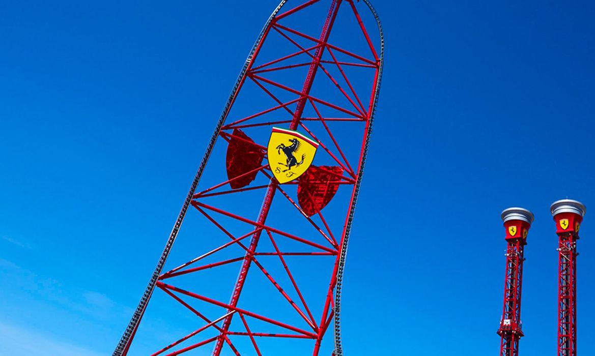 Montaña rusa Red Force Ferrari Land