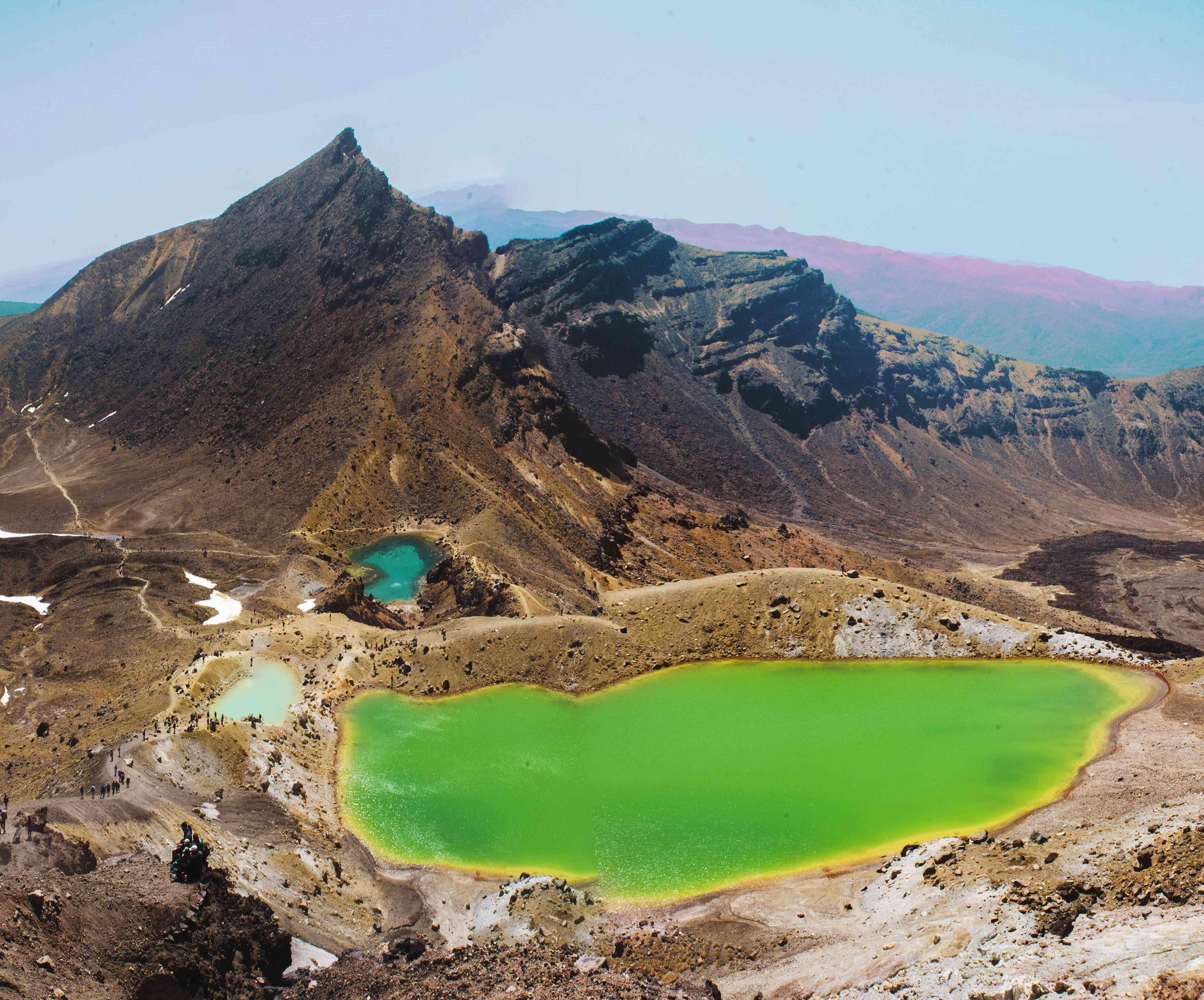 Piscinas de agua coloridas en Tongariro