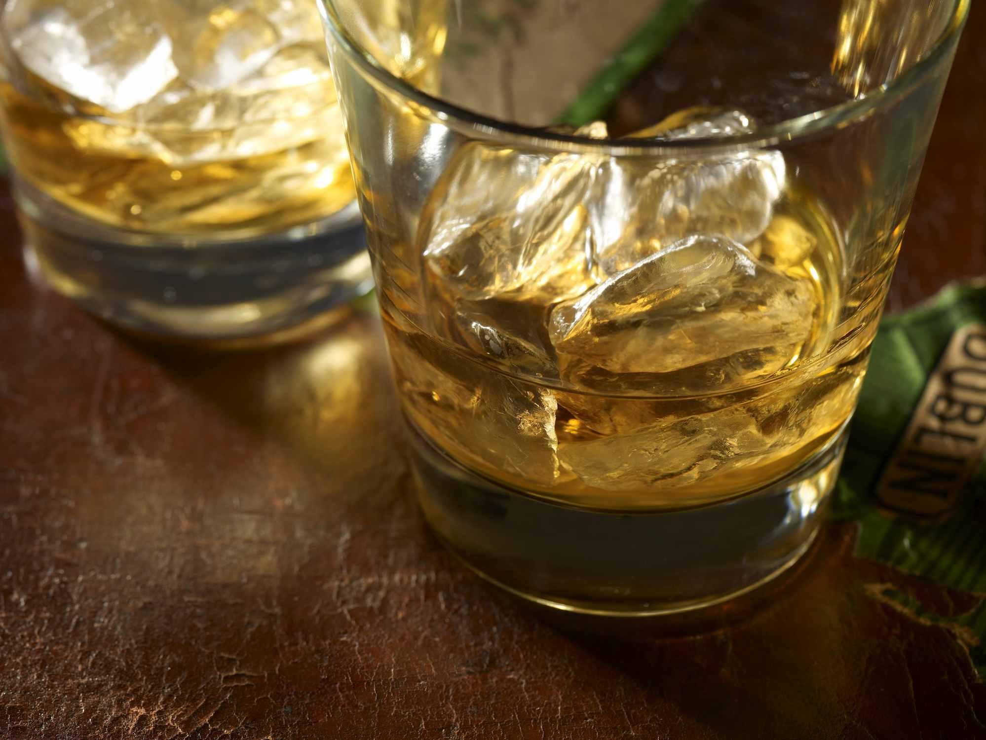 Whisky irlandés con hielo