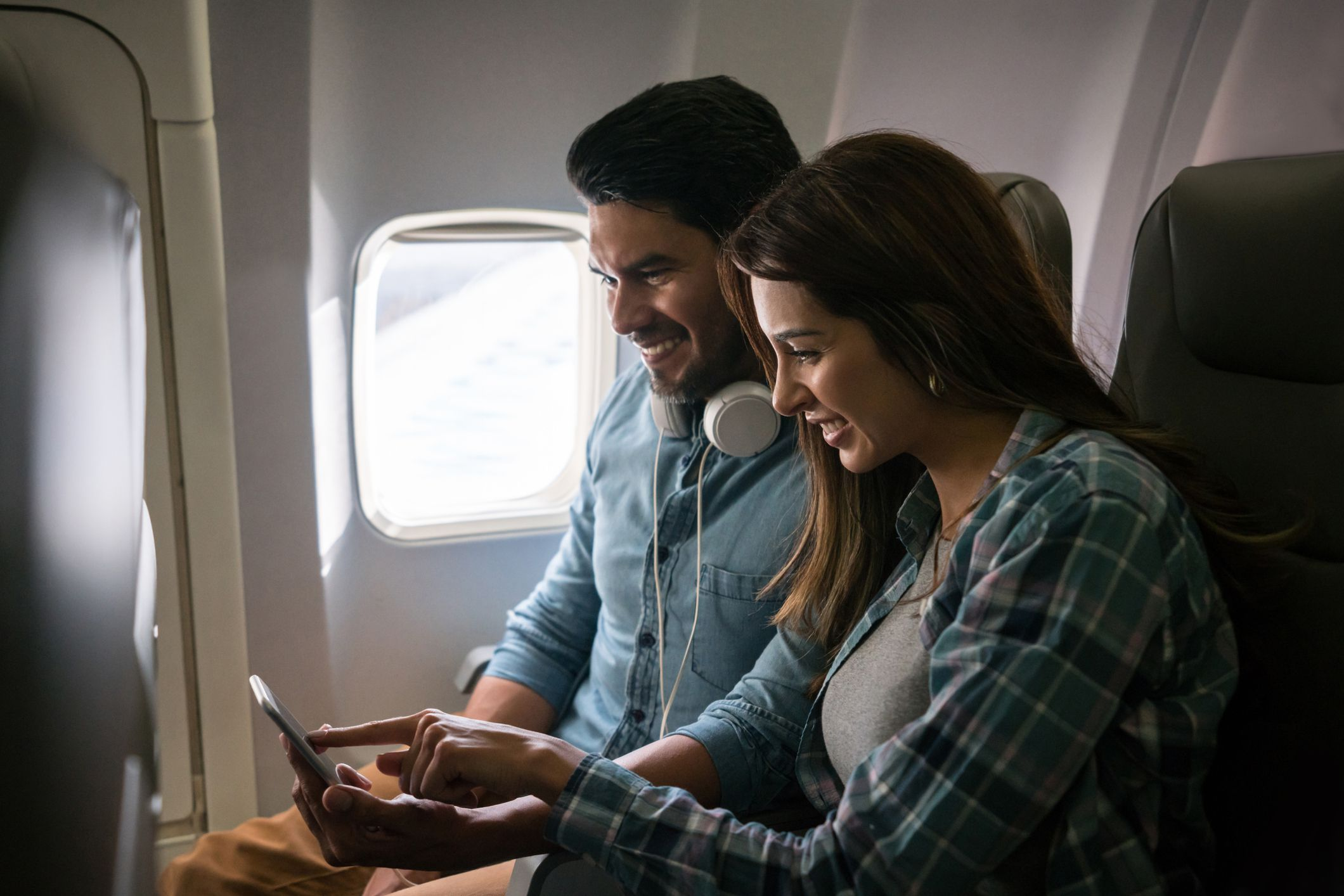How to Choose Airplane Seats When Traveling as a Couple