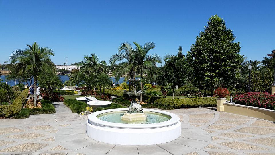 hollis garden and lake mirror park
