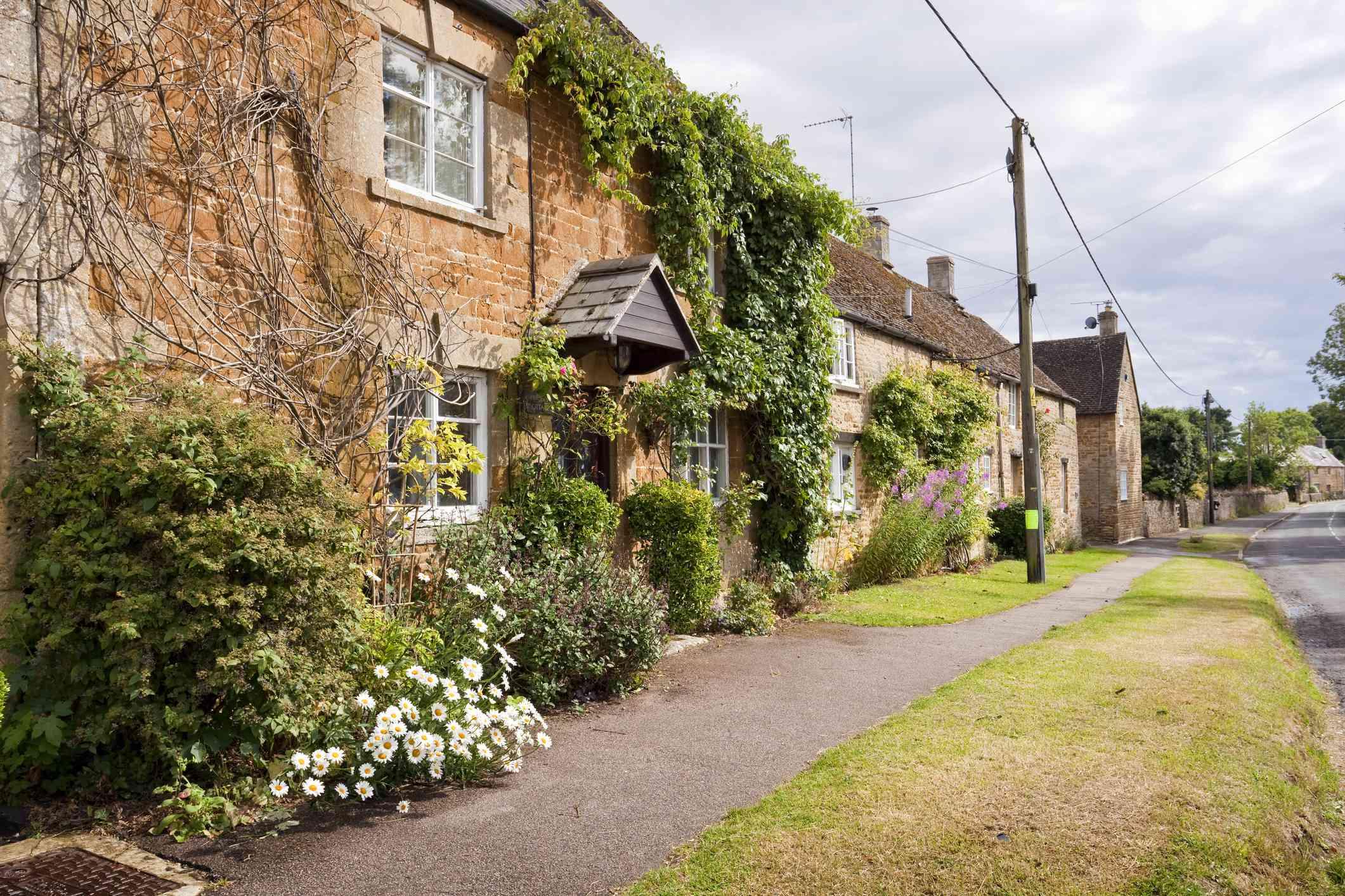 Kingham terraced cottages