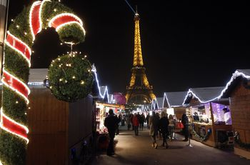 Christmas Lights In Paris.Christmas Lights And Holiday Displays In Paris