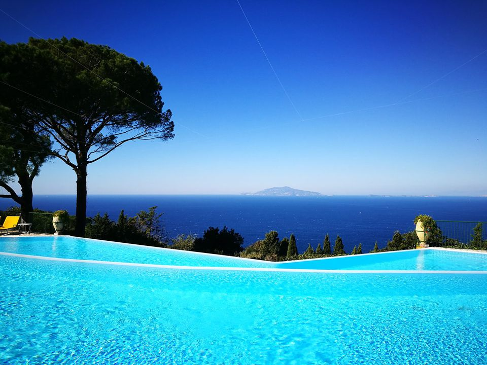 10 best infinity pools in the world. Black Bedroom Furniture Sets. Home Design Ideas