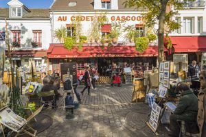 Place du Tertre in Paris: What to see & do around the square?