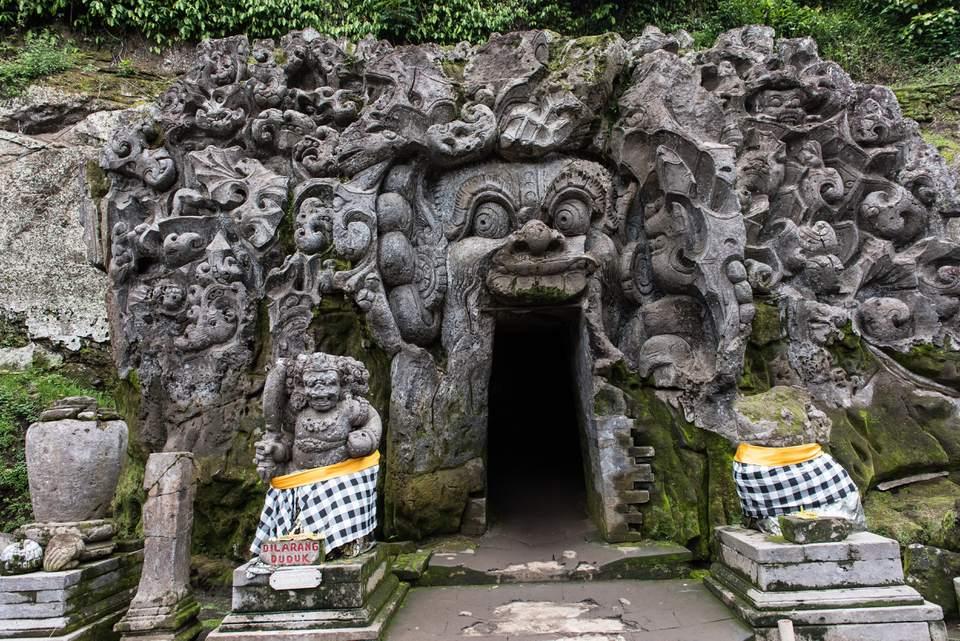 La entrada del santuario de Goa Gajah
