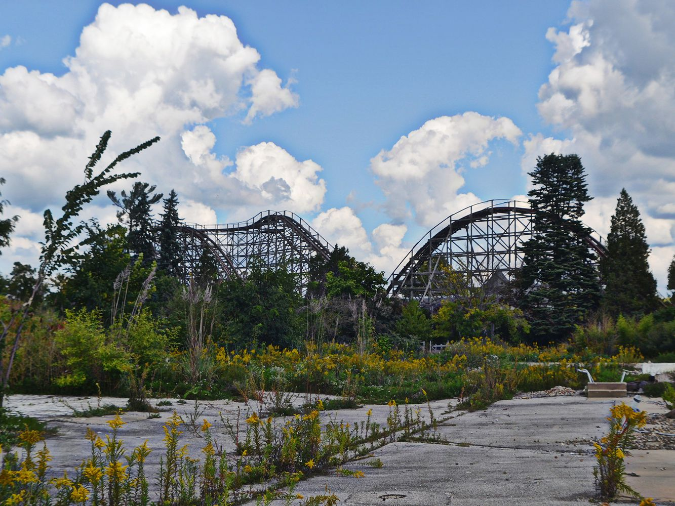 Are Geauga Lake Seaworld And Six Flags Ohio Open