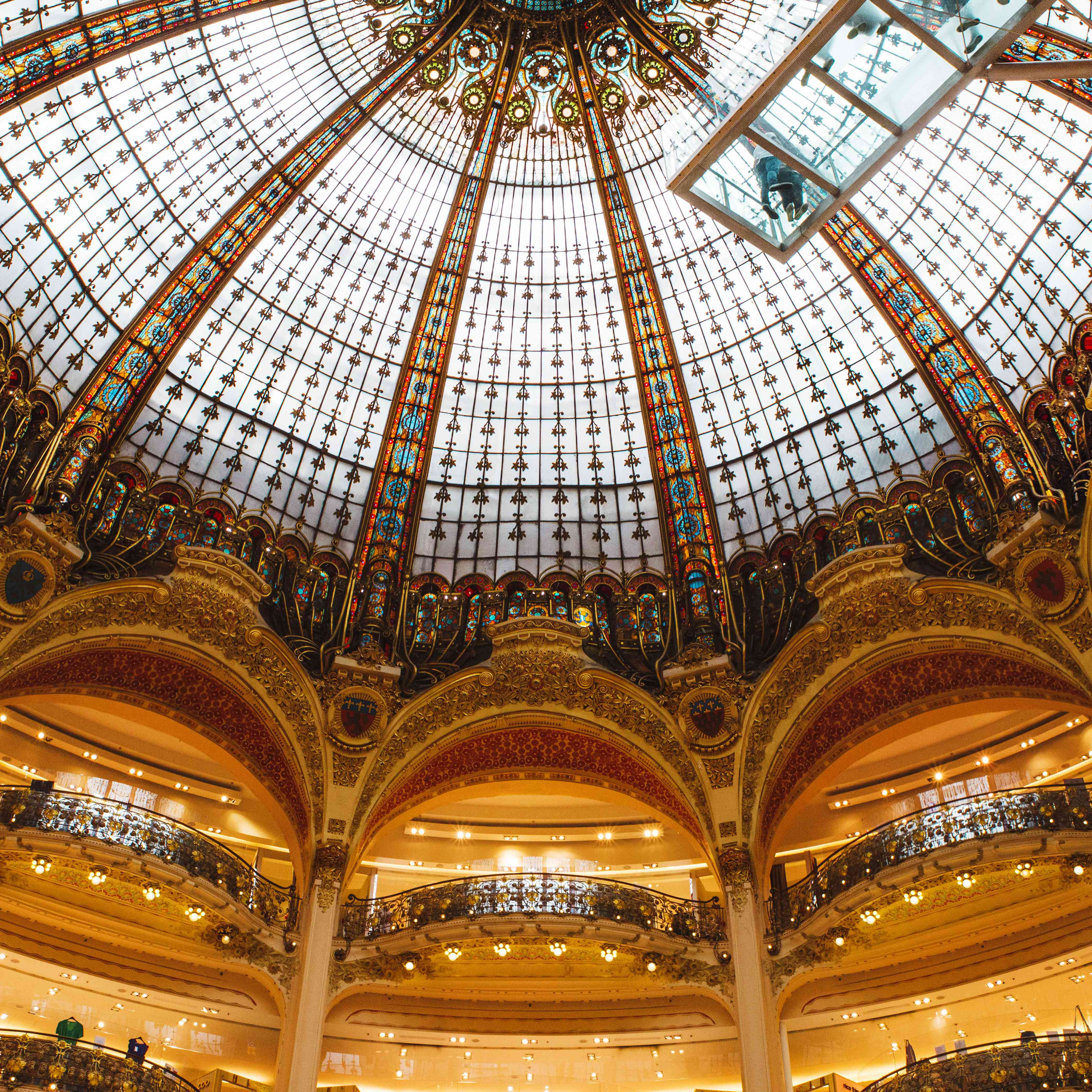 The arched dome in Galeries Lafayette