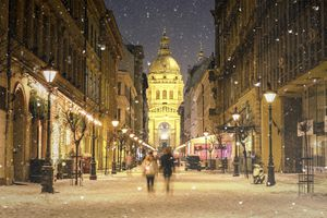 St. Stephen's Basilica in Budapest with snow falling
