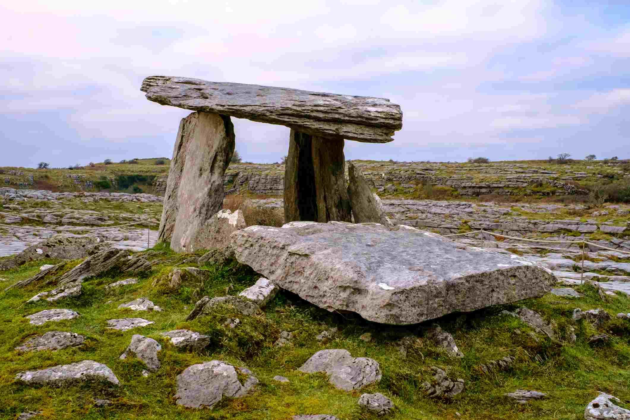 Portal tomb, Poulnabrone dolmen, in the Burren