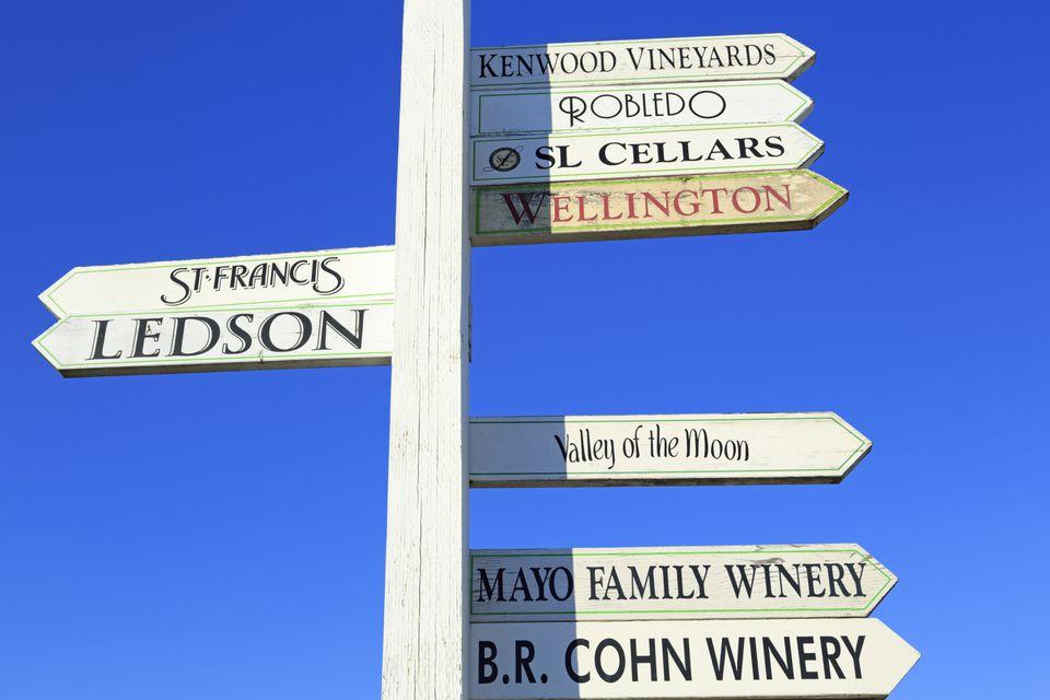 Signos de viñedo en el valle de Sonoma