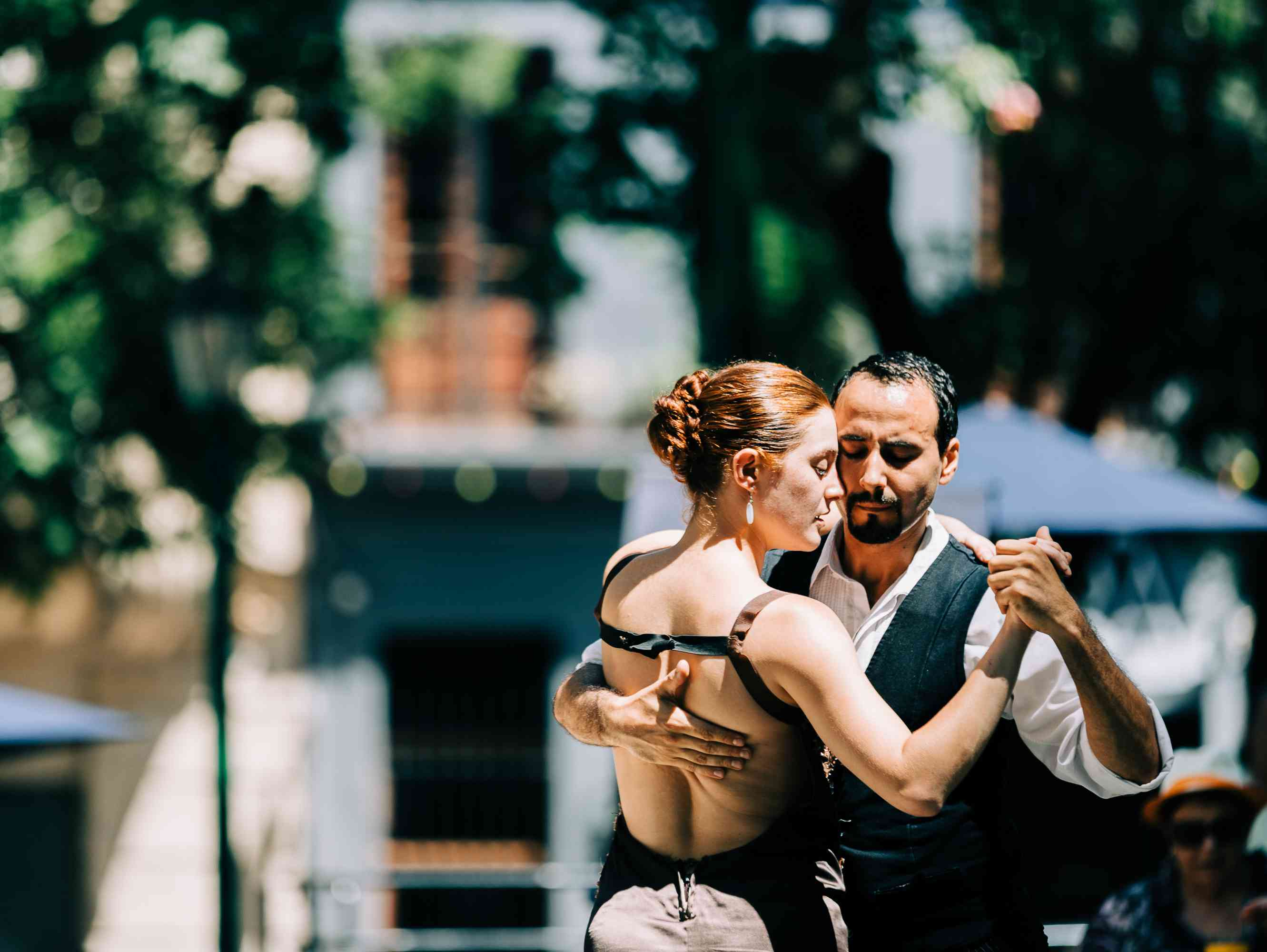People dancing tango in the streets of Buenos Aires