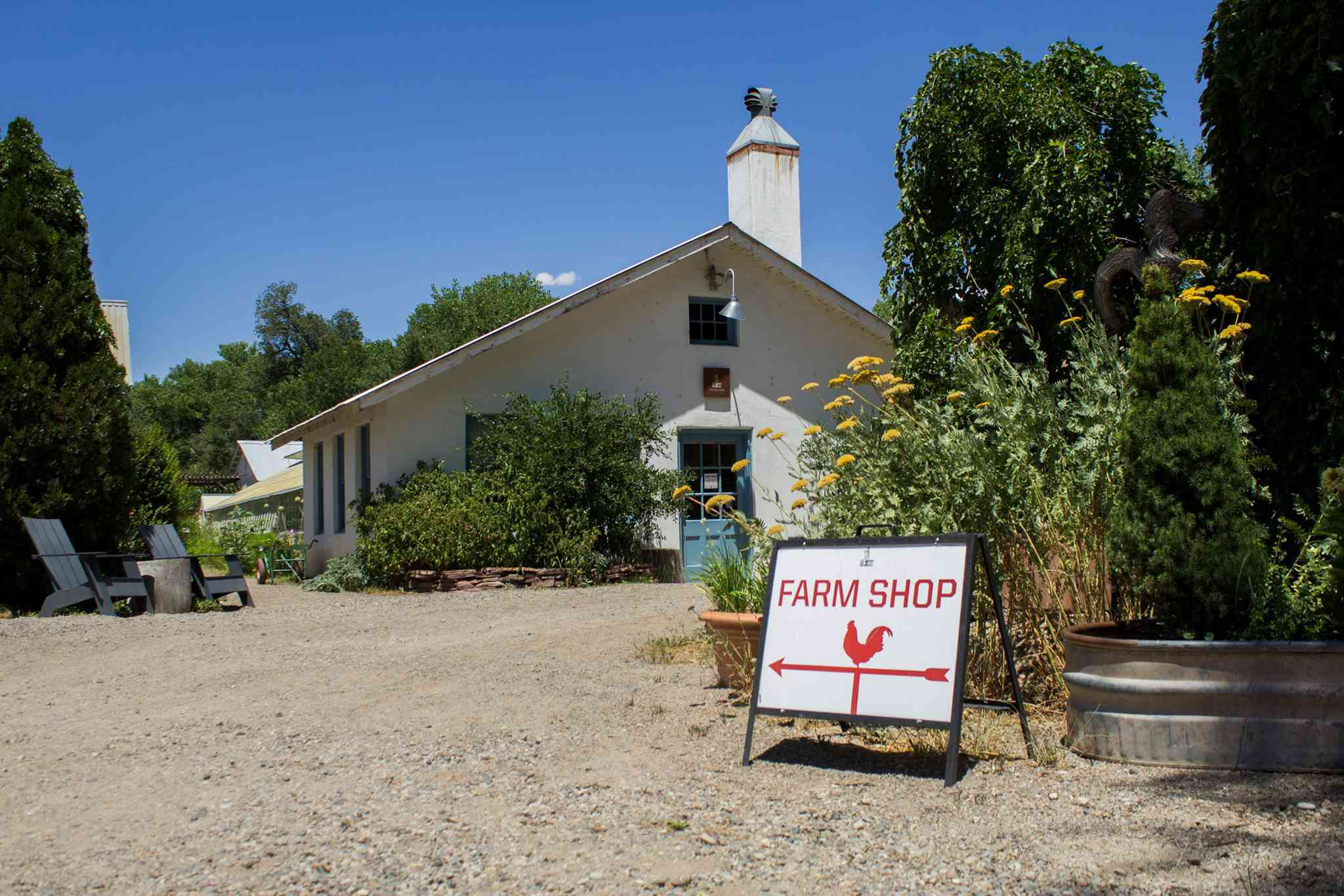 Sign that says farm shop infront of a one-story building at Los Poblanos Historic Inn & Organic Farm
