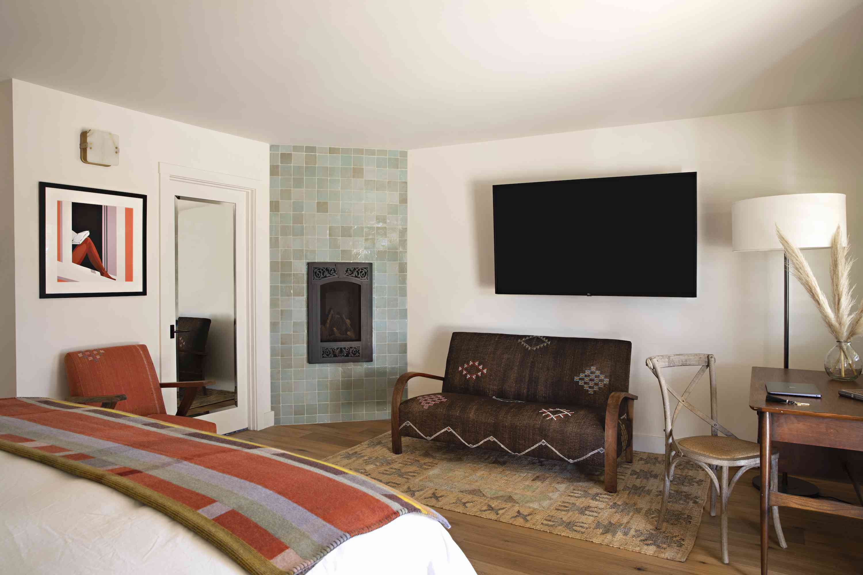 Hotel Ynez deluxe room interior