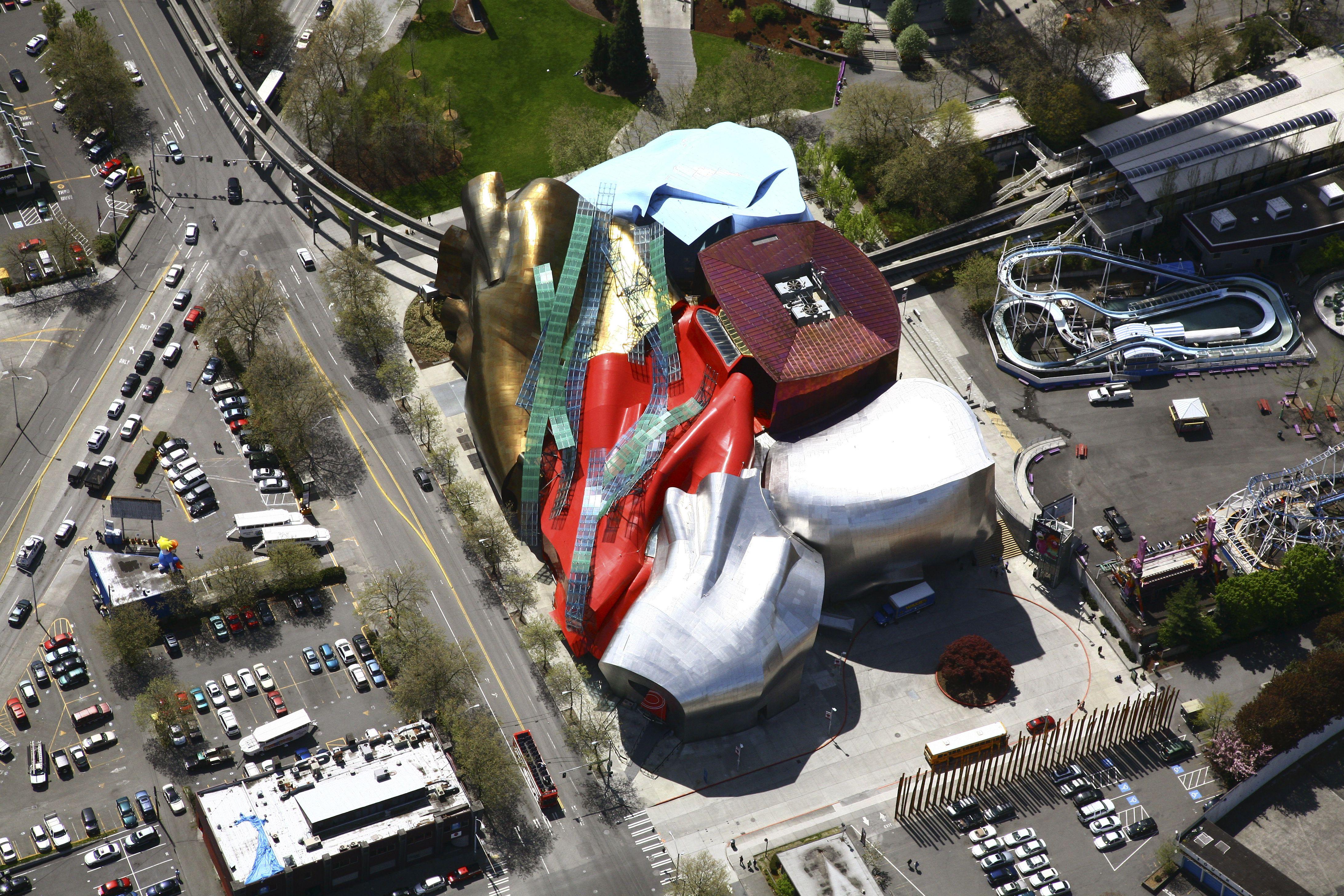 Vista aérea del Experience Music Project, EMP, museo de música de los terrenos del Seattle Center, Seattle, WA