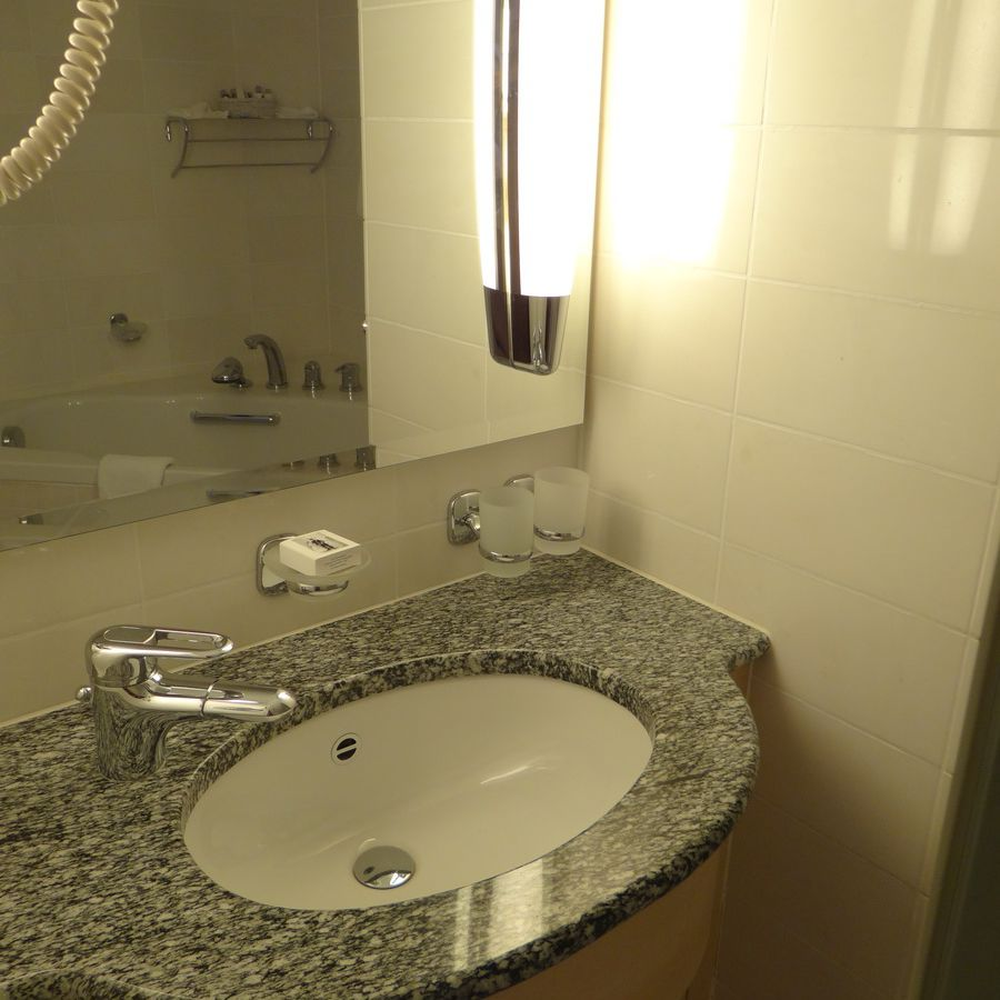 Midnatsol Sol Grand Suite Sink Area - Hurtigruten Coastal Liner Accommodations