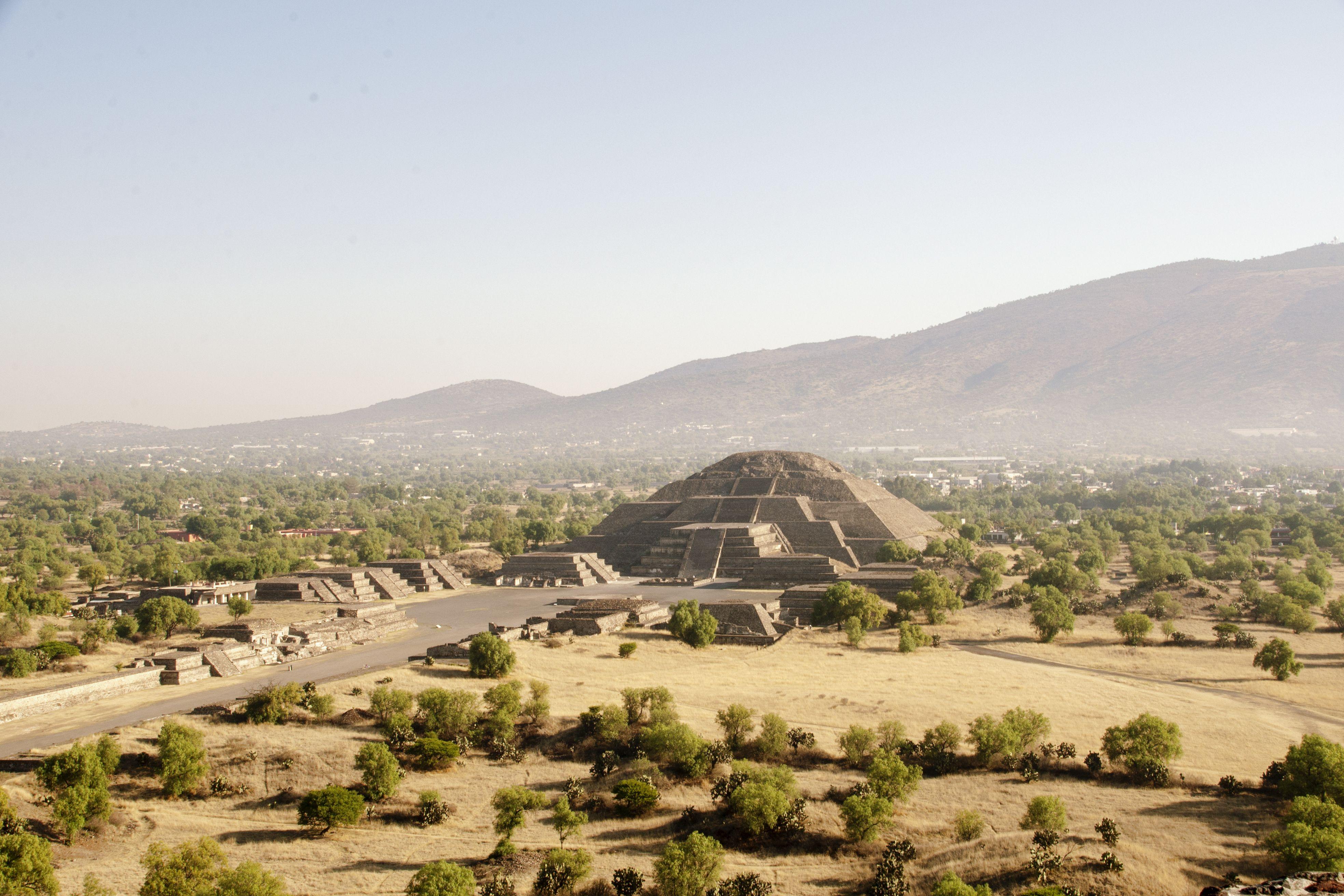 Plano general de la pirámide de la luna y la tierra circundante