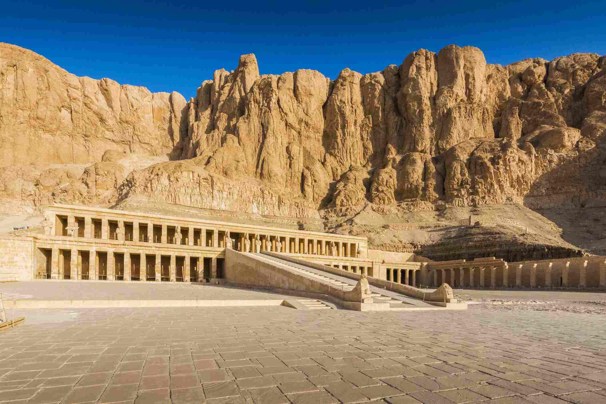 Hora de la mañana en el Valle de los Reyes en la ciudad de Luxor, Egipto