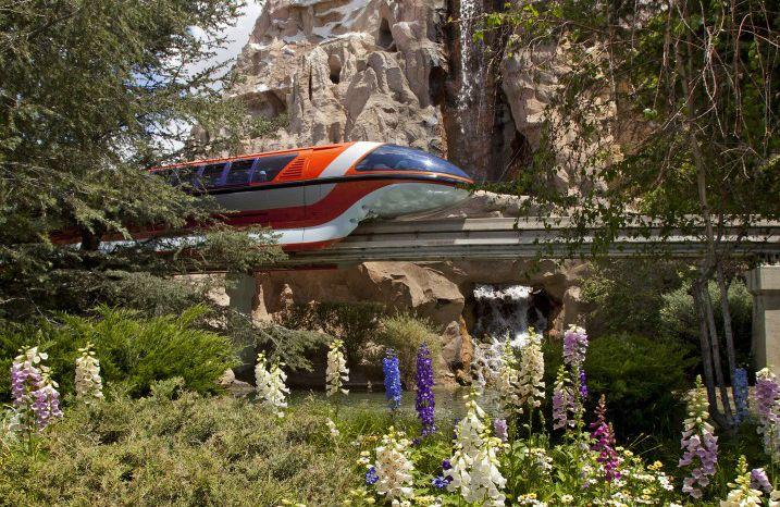 Monorail-Disneyland.jpg