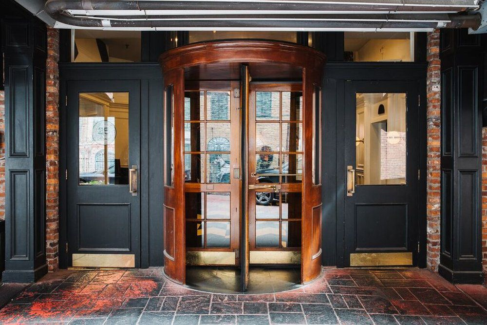Merchants Hotel entrance