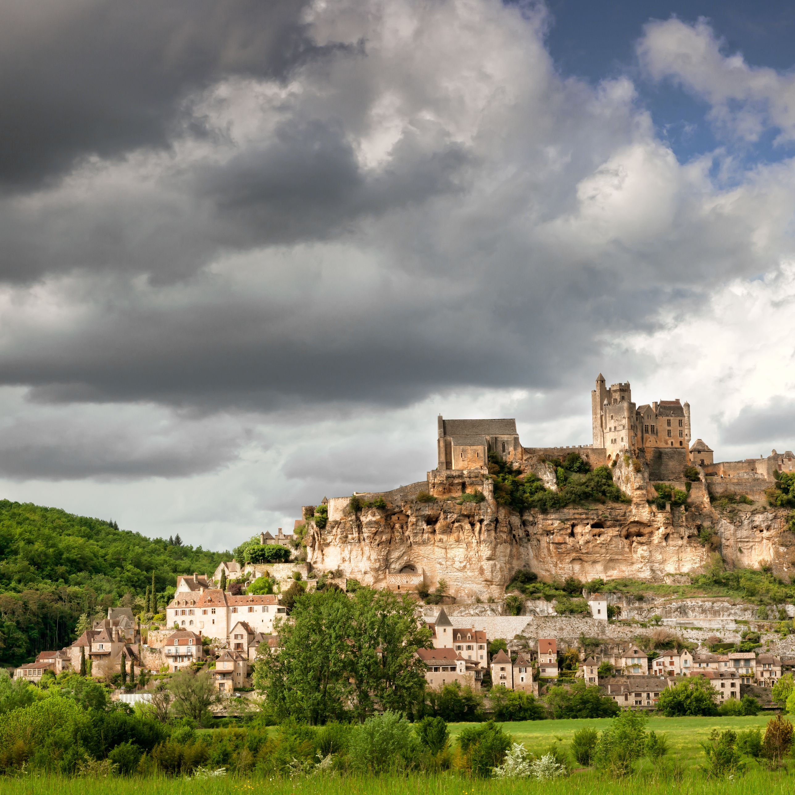 Dordogne Travel Guide and Maps