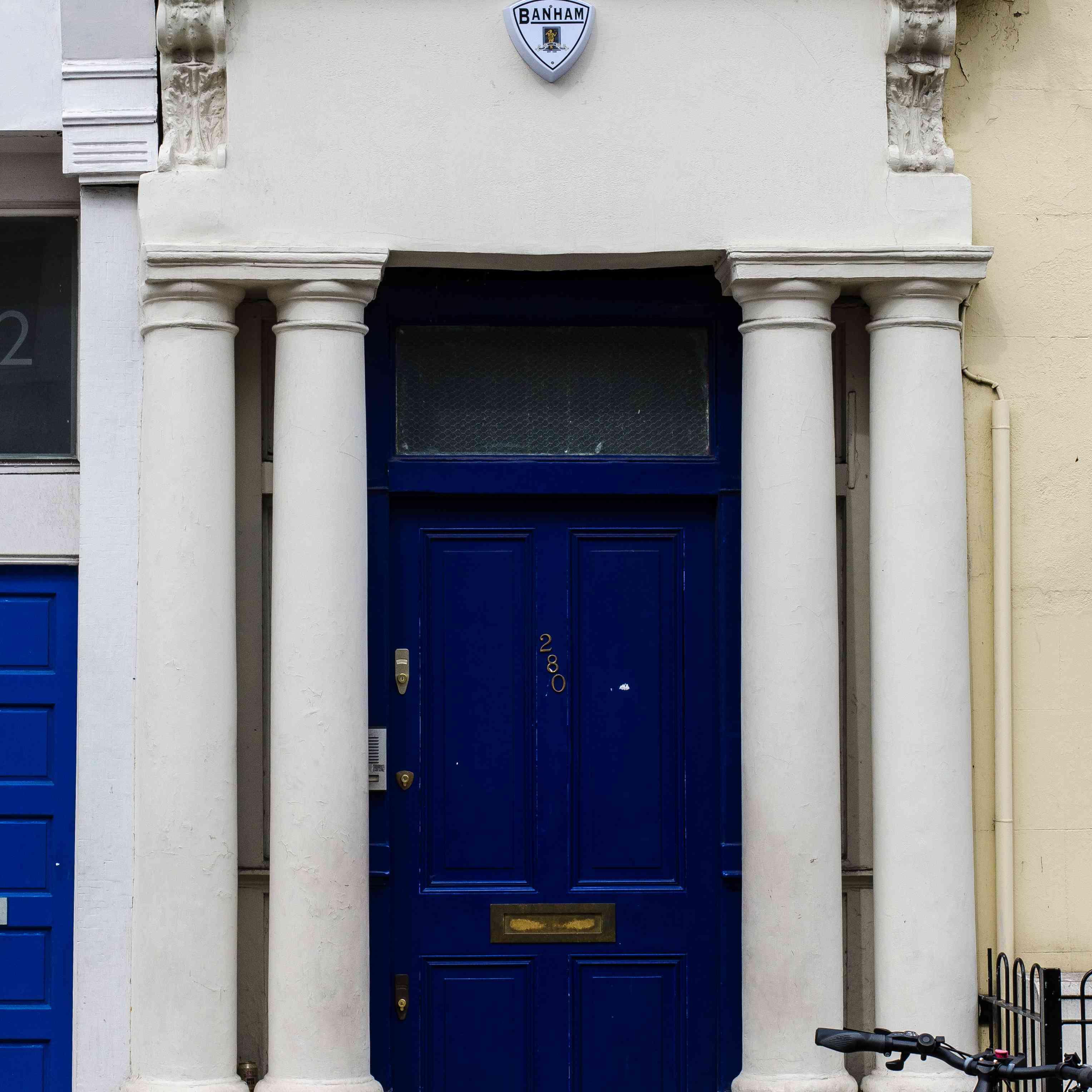 Hugh Grant Notting Hill door
