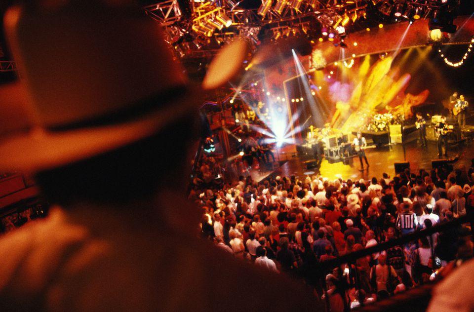 Banda en el escenario en Nashville