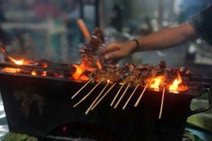 Sate Padang being grilled
