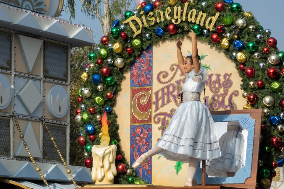 christmas fantasy parade at disneyland - When Does Disneyland Decorate For Christmas 2017