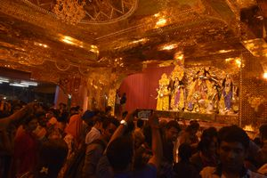 A Durga idol made of 50 kg gold costing INR 20 crore will be worshiped at the famous Santosh Mitra Square