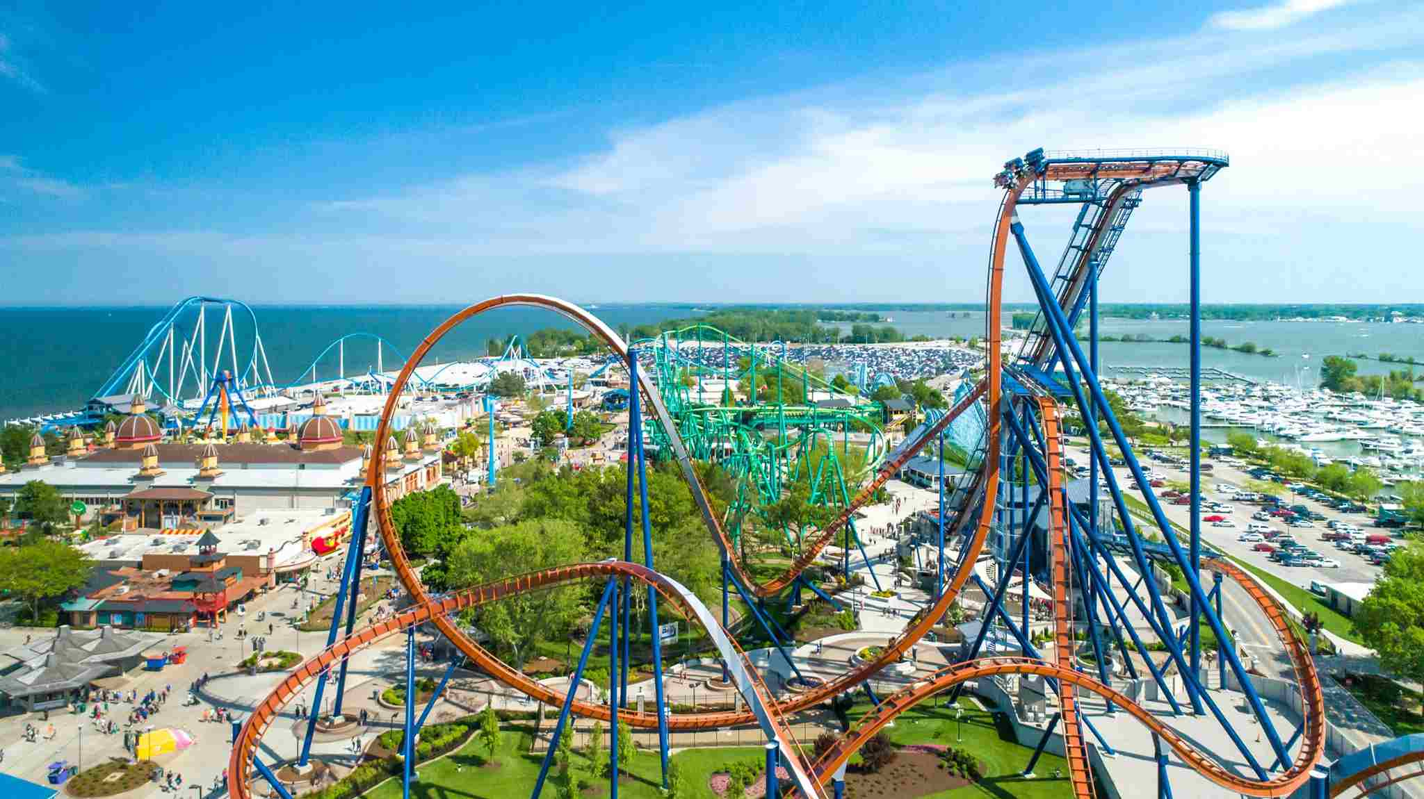 Valravn with rides behind it at Cedar Point
