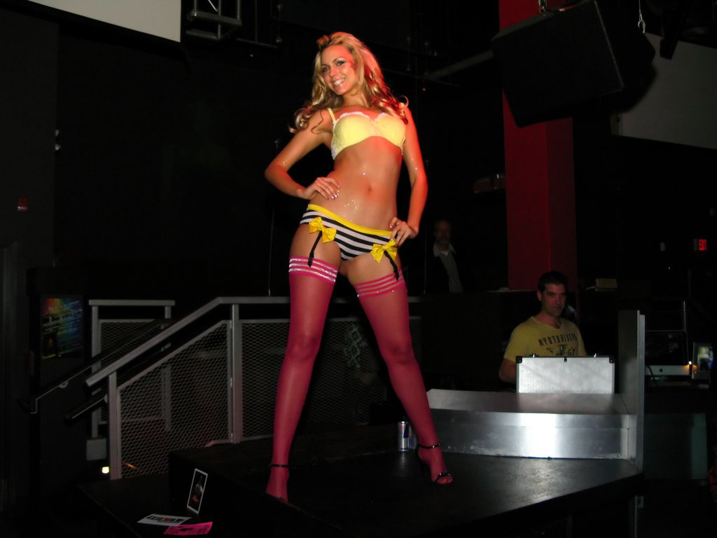 Most of Vancouver s gay bars and nightlife are in the West End; though sadly, Vancouver s only lesbi