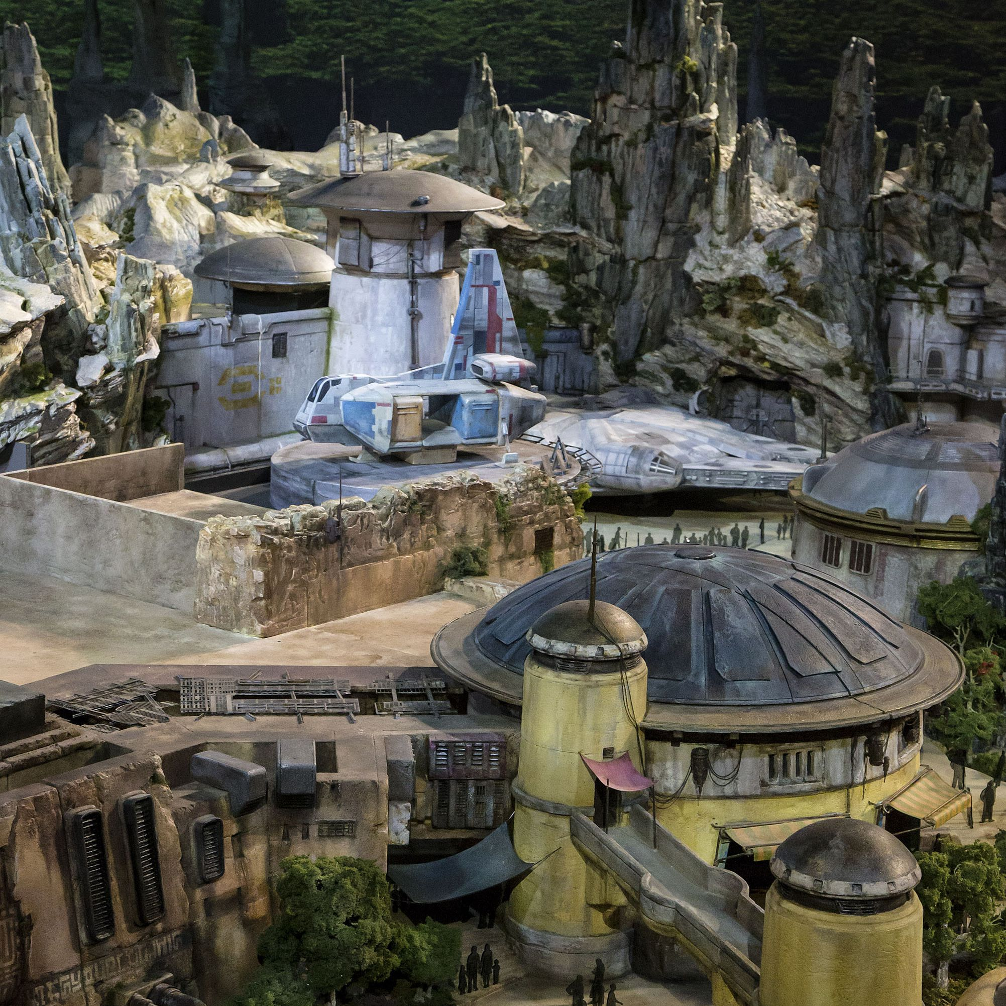 Preview of the new Star Wars: Galaxy Edge at Disneyland