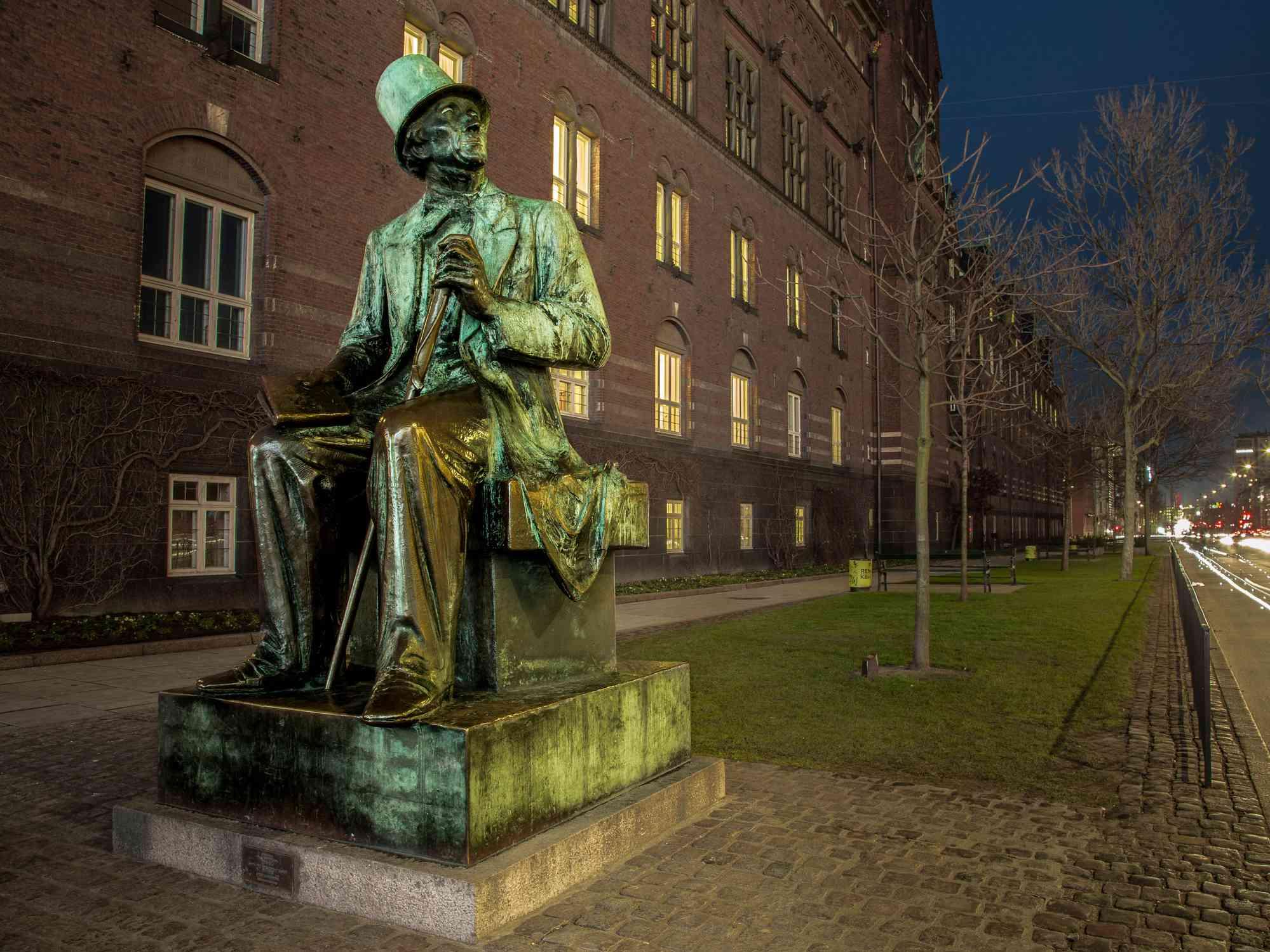 Hans Christian Andersen statue next to the Copenhagen Town Hall