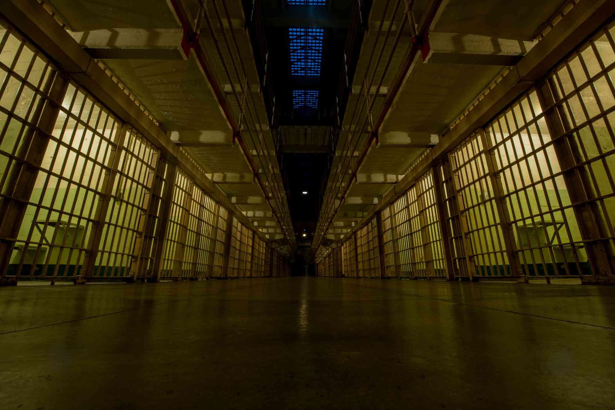 Broadway de la prisión de Alcatraz en la noche
